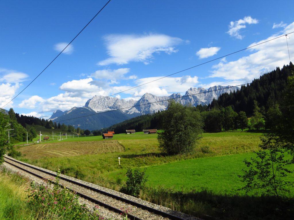 Door een Teletubbie landschap fiets ik van Garmisch-Partenkirchen naar Mittenwald aan de grens met Oostenrijk.