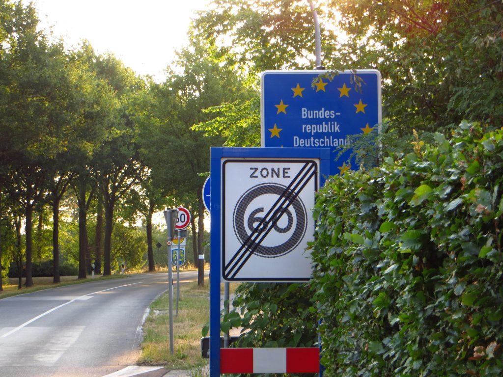 In de vroege ochtend fiets ik al direct Duitsland in.