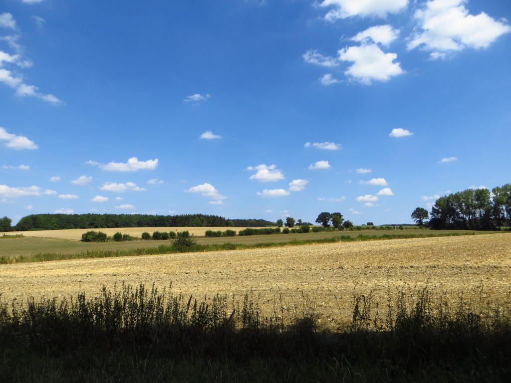 Het over zonnige Münsterland met een paar kleine mooi weer wolken.