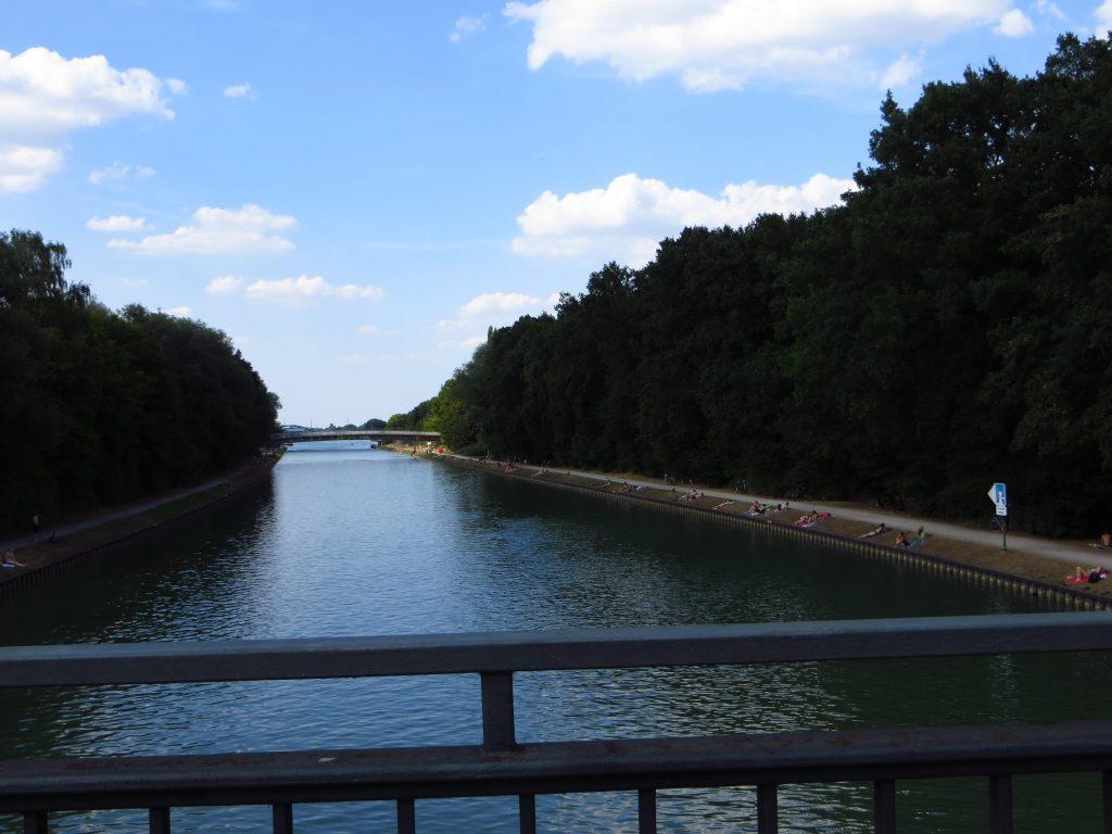 Zonnen langs het Dortmund-Ems-Kanal.