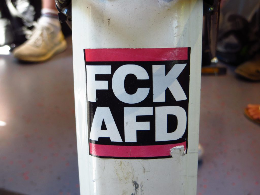Een mooie sticker op het spatbord van de fiets van een Duitse studente in de trein die ik wel even mocht fotograferen voor mijn site.