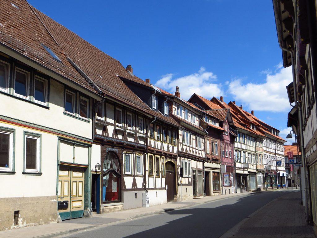 Bad Gandersheim, de bouwstijl is anders dan hiervoor, ik nader de Harz.