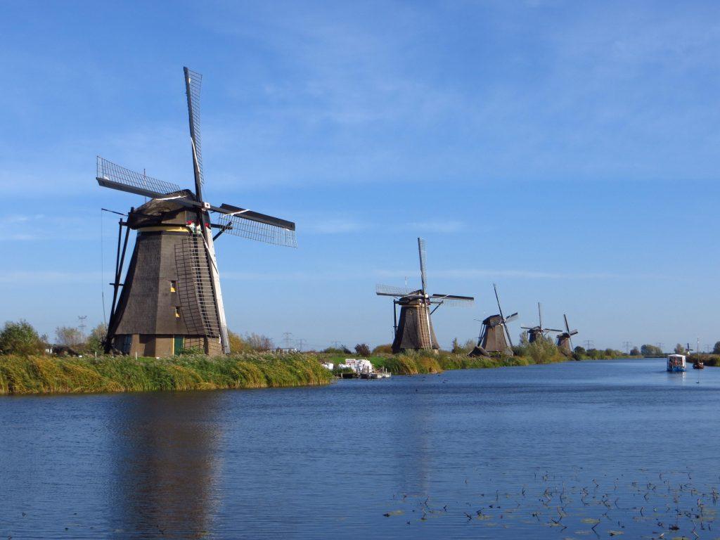 Nog een keertje Kinderdijk. Het hele traject door Zuid Holland was prachtig met de weidse uitzichten en het water.