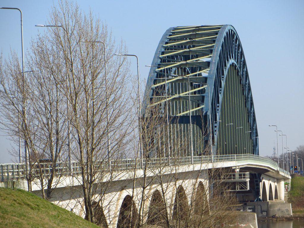 Intocht over de oude IJsselbrug bij Zwolle (18 februari 2019).