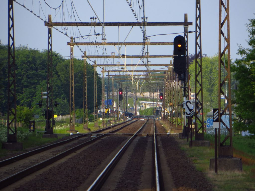 In de verte de Hoge Juffer bij NS-station Dieren.