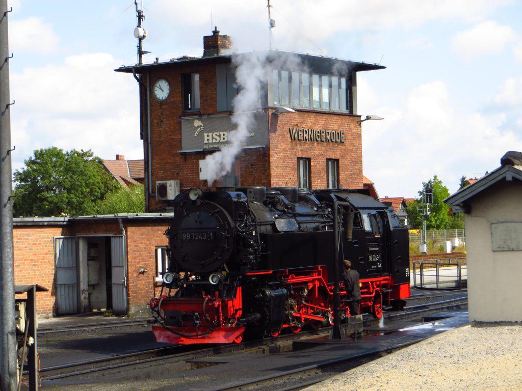 In Wernigerode wordt voor toeristen nog met oude stoomtreinen gereden. Het lijkt de VSM in Dieren wel.