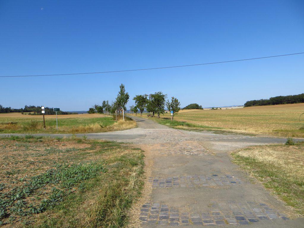 Zo maar een kruispunt in de middle of nowhere.