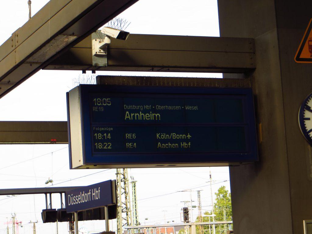 Düsseldorf Hbf, de laatste treinreis gaat naar Arnhem Centraal, maar ik stap in Zevenaar uit om nog even een beetje te kunnen fietsen.