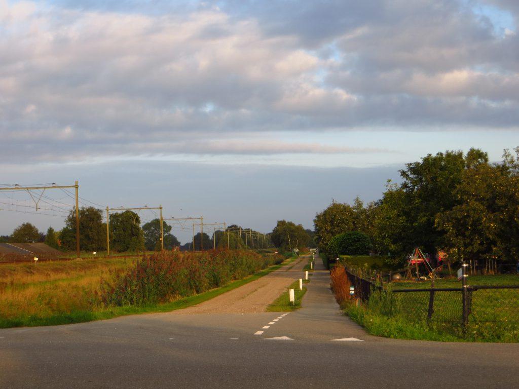 De terugweg naar huis, iets ten westen van Ede., We moesten een regenfront voor blijven wat goed is gelukt.
