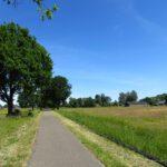 Onderweg over voormalige spoorbanen op de fiets in de omgeving van Vaassen.